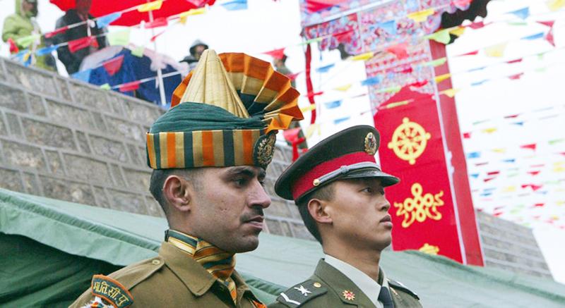 Quân đội Trung Quốc và Ấn Độ thời gian gần đây đang gia tăng các cuộc đụng độ bạo lực tại khu vực biên giới.
