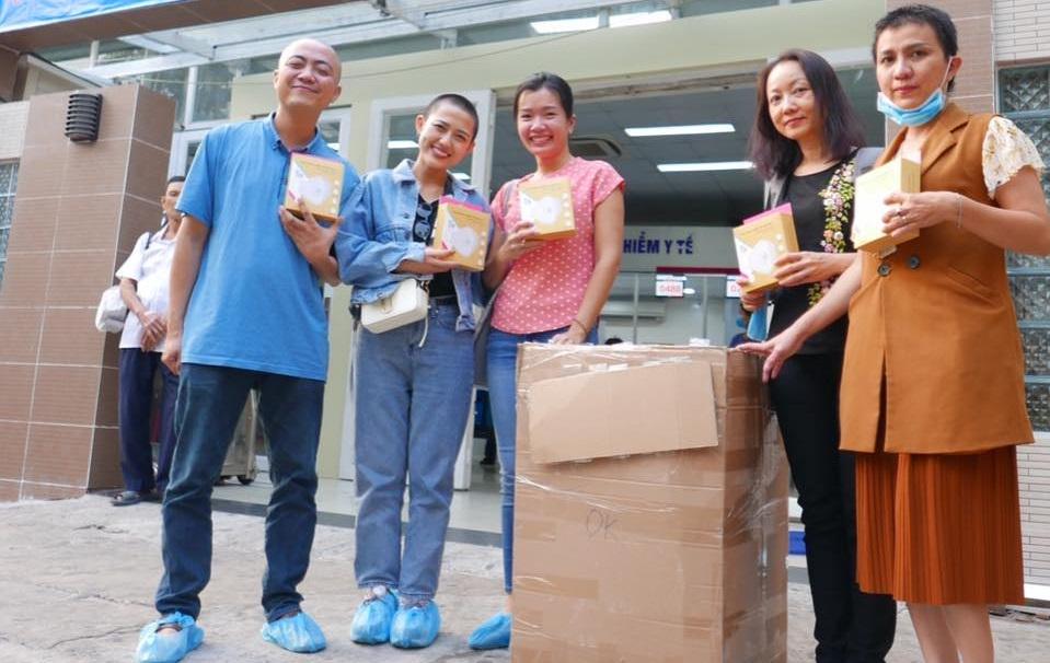 'Người thổi còi covid-19' của Việt Nam sản xuất khẩu trang vải thân thiện với môi trường - Ảnh 1