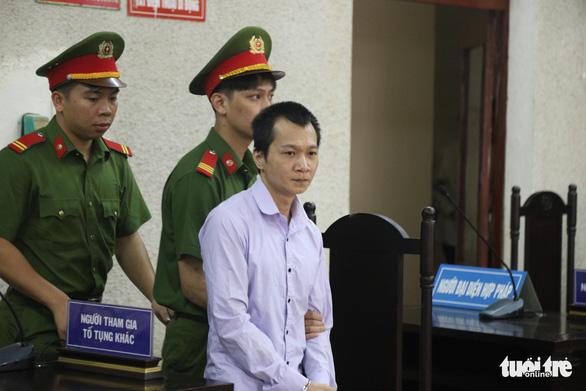 Bị cáo Vương Văn Hùng trong phiên tòa sáng 16/6 cũng kêu oan, nói bản thân bị ép cung dã man suốt 7 ngày 7 đêm nên phải nhận tội. (Ảnh qua tuoitre)
