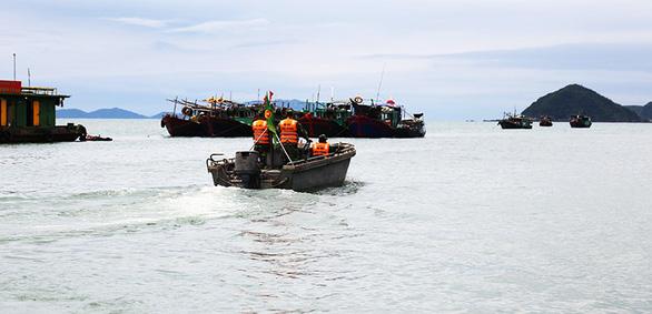 Cán bộ Đồn Biên phòng cửa khẩu Cảng Vạn Gia, Quảng Ninh tổ chức tuần tra, kiểm soát trên vùng biển thuộc địa bàn quản lý. (Ảnh qua tuoitre)