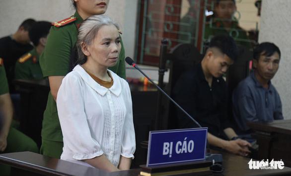 Bị cáo Bùi Thị Kim Thu với mái tóc bạc trắng. (Ảnh qua tuoitre)