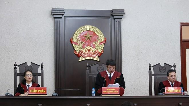 Chủ tọa phiên tòa tuyên án. (Ảnh qua thanhnien)