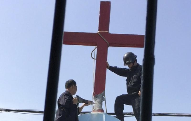 chính quyền tỉnh Giang Tây lại gia tăng sách nhiễu các nhà thờ Cơ Đốc giáo, phá hủy thập tự giá, muốn mượn dịch bệnh để thủ tiêu tôn giáo.
