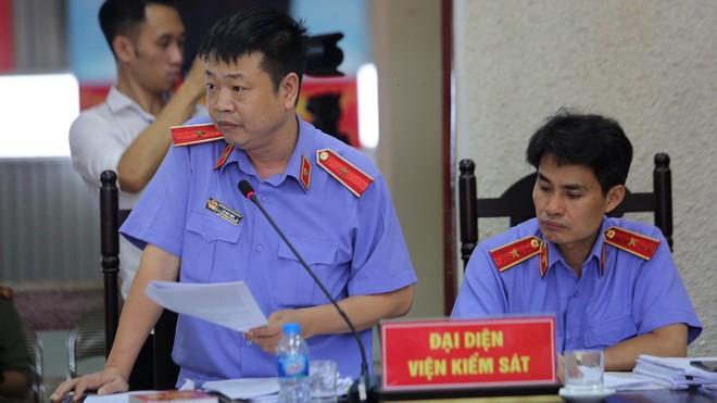 Đại diện Viện kiểm sát nhân dân cấp cao tại Hà Nội đề nghị bác kháng cáo, giữ nguyên bản án sơ thẩm. (Ảnh qua thanhnien)