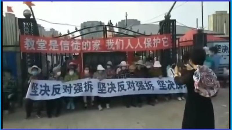 Một nhà thờ ở tỉnh Cát Lâm sắp bị phá hủy, các tín đồ coi nhà thờ như nhà của mình nói: Phải đấu tranh cho quyền lợi của mình, phải bảo vệ bằng cả mạng sống.