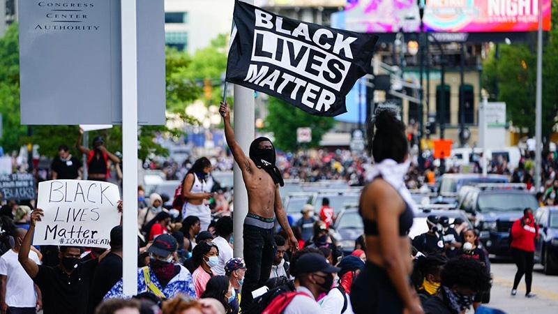 Cuộc biểu tình liên quan đến cái chết của người da màu George Floyd đang lan rộng ra khắp nước Mỹ. (Ảnh qua AP)
