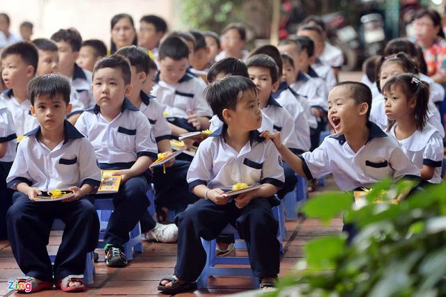 Nhiều trường học tại Nghệ An, Hà Tĩnh và TP.HCM cũng bắt đầu lên lịch bế giảng sớm năm học 2019 - 2020. (Ảnh qua Zing)