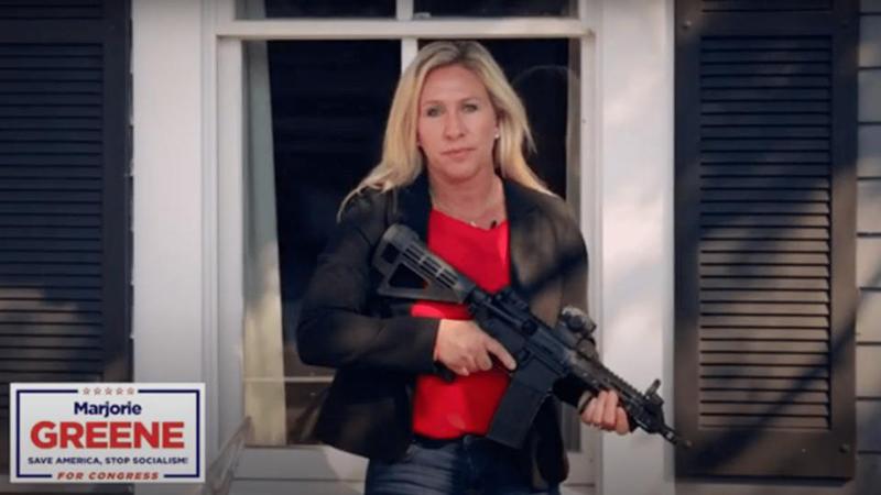 """Cô Marjorie Taylor Greene mới đây đã gửi một video tới tổ chức khủng bố ANTIFA với cảnh báo: """"Cút về địa ngục, tránh khỏi Tây Bắc Georgia""""."""