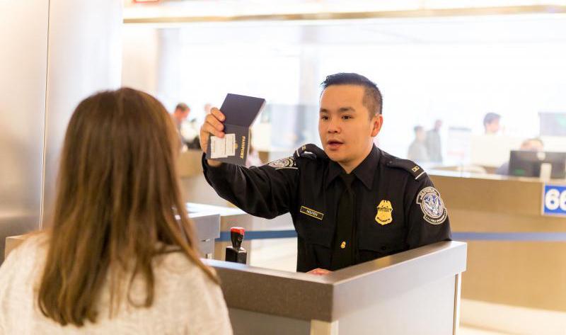 Mỹ từ chối cấp thị thực cho sinh viên các trường đại học và cao đẳng liên quan đến quân đội Trung Quốc.