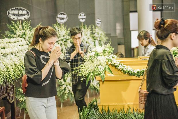 Lễ tang của Diệu Linh diễn ra tại nhà Tang lễ số 5 Trần Thánh Tông, Hà Nội. (Ảnh qua kenh14)