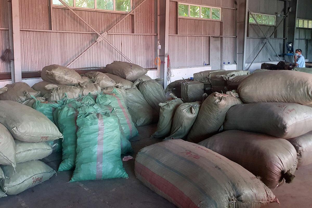 """Hơn 100 tấn dược liệu nhập lậu từ Trung Quốc """"đội lốt"""" hàng nông sản. (Ảnh qua vnexpress)"""
