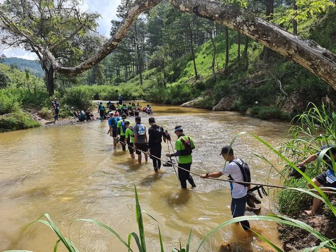 Một đoạn đường ở cự ly 45 km của giải Ultra Trail Dalat 2020. (Ảnh qua thanhnien)