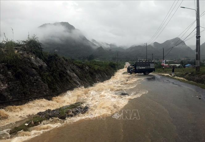 Nước lũ cô lập nhiều tuyến đường liên xã ở Lai Châu từ sáng sớm 26/6. (Ảnh qua ttxvn)