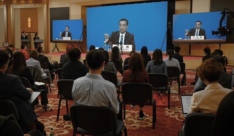 Thủ tướng Trung Quốc Lý Khắc Cường (Li Keqiang) phát biểu tại cuộc họp báo video từ Đại lễ đường Nhân dân sau khi kết thúc cuộc họp lập pháp thường niên tại Bắc Kinh, Trung Quốc vào ngày 28/5/2020