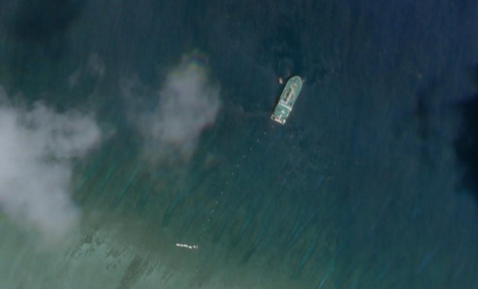 Hình ảnh vệ tinh cho thấy tàu Tian Yi Hai Gong được cho là đang lắp đặt cáp ngầm gần Đảo Cây bị Trung Quốc chiếm đóng phi pháp tại Hoàng Sa.