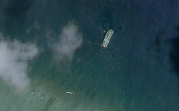 Hình ảnh vệ tinh cho thấy tàu Tian Yi Hai Gong được cho là đang lắp đặt cáp ngầm gần Đảo Cây bị Trung Quốc chiếm đóng phi pháp tại Hoàng Sa. (Ảnh qua BenarNews)
