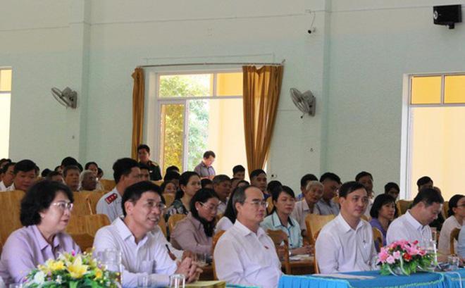 Ủy viên Bộ Chính trị, Bí thư Thành ủy TP HCM Nguyễn Thiện Nhân tiếp xúc cử tri huyện Cần Giờ. (Ảnh qua nld)