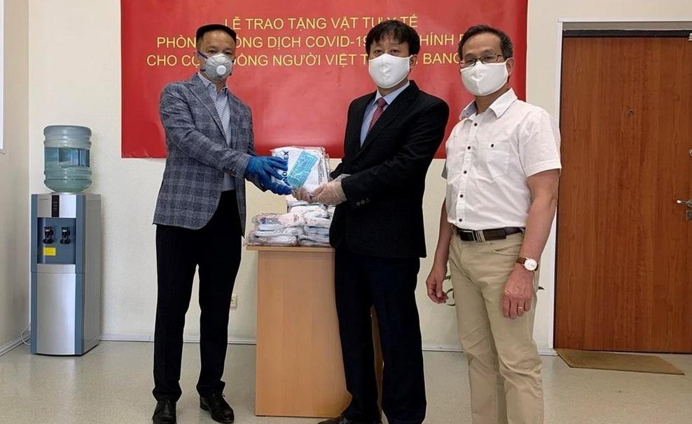 Nước Nga khủng hoảng vì dịch, đồng bào trong nước hỗ trợ Việt kiều 18.000 khẩu trang