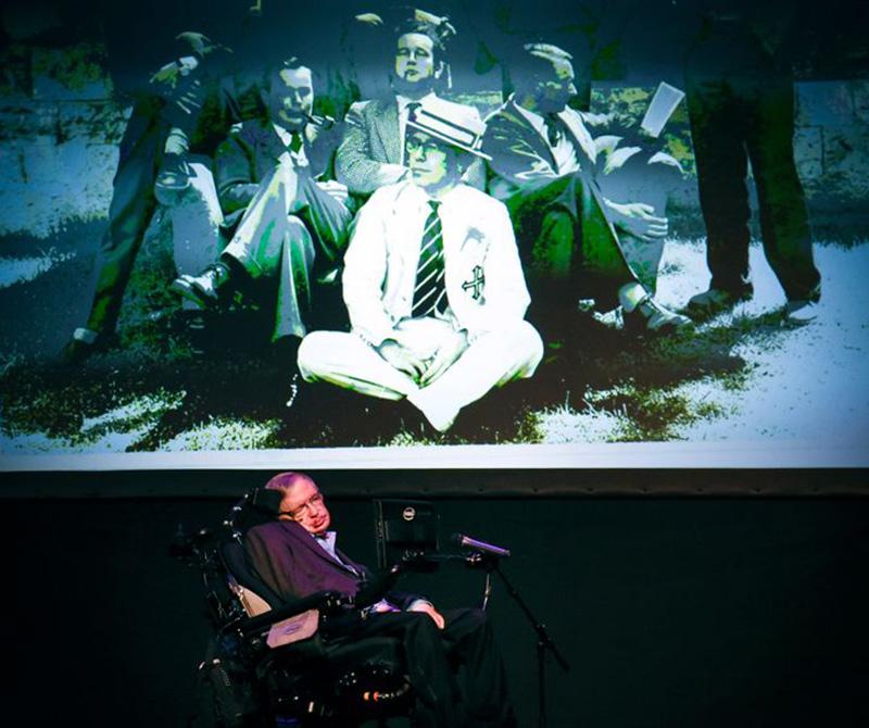 Lời tiên tri về ngày tận thế của Stephen Hawking đang dần ứng nghiệm