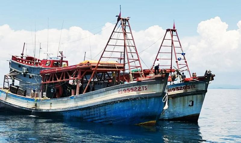 Các tàu đánh cá Việt Nam bị bắt giữ trong lãnh hải Malaysia, ở Kelantan, Malaysia ngày 17/8/2020.
