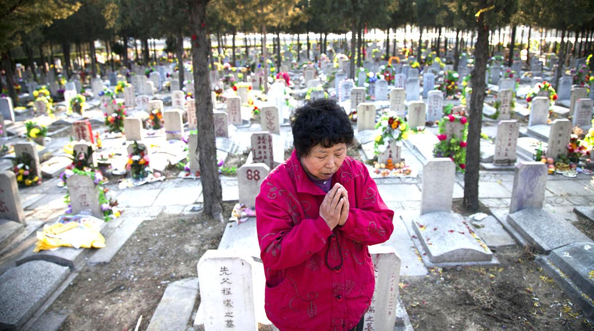 Trung Quốc cưỡng chế hỏa táng thi thể, người đã chôn xuống đất còn bị đào lên  (ảnh 1)