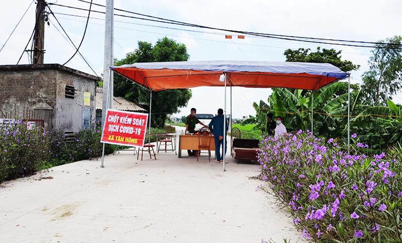 Lực lượng chức năng ở tỉnh Hải Dương đã chốt chặn tại nơi ca nhiễm COVID-19 số 867 sinh sống.