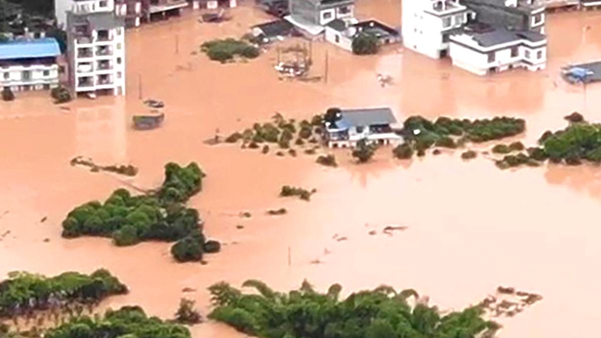 TQ: Xả lũ không báo trước, 14 hộ gia đình ở Tứ Xuyên bị nước cuốn trôi (ảnh 1)