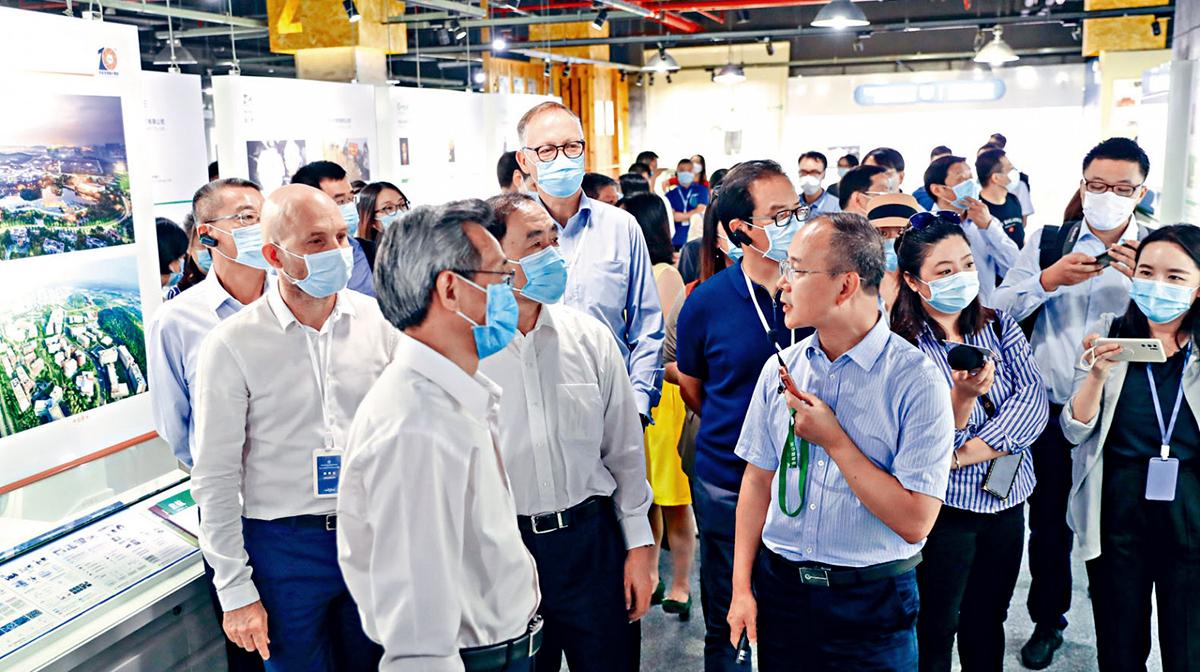 Trung Quốc đẩy mạnh tuyên truyền để viết lại lịch sử cho đại dịch Vũ Hán  (ảnh 1)