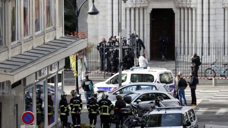 Pháp: Một người Tunisia chặt đầu 1 phụ nữ, giết 2 người khác.