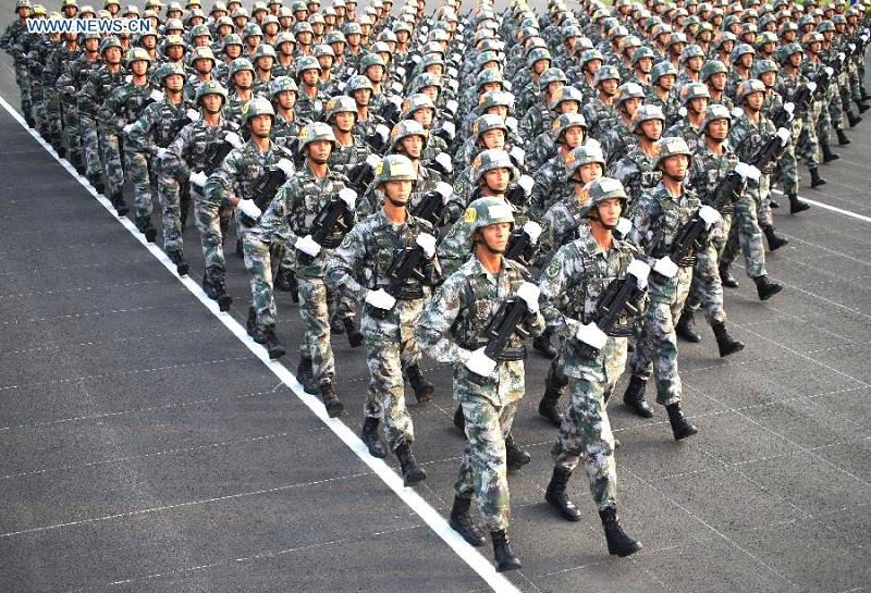 Ngày 03/9, hơn 10.000 người lính, gần 500 chiếc xe quân sự và gần 200 máy bay đã tham gia cuộc duyệt binh chính thức, tổ chức tại quảng trường Thiên An Môn