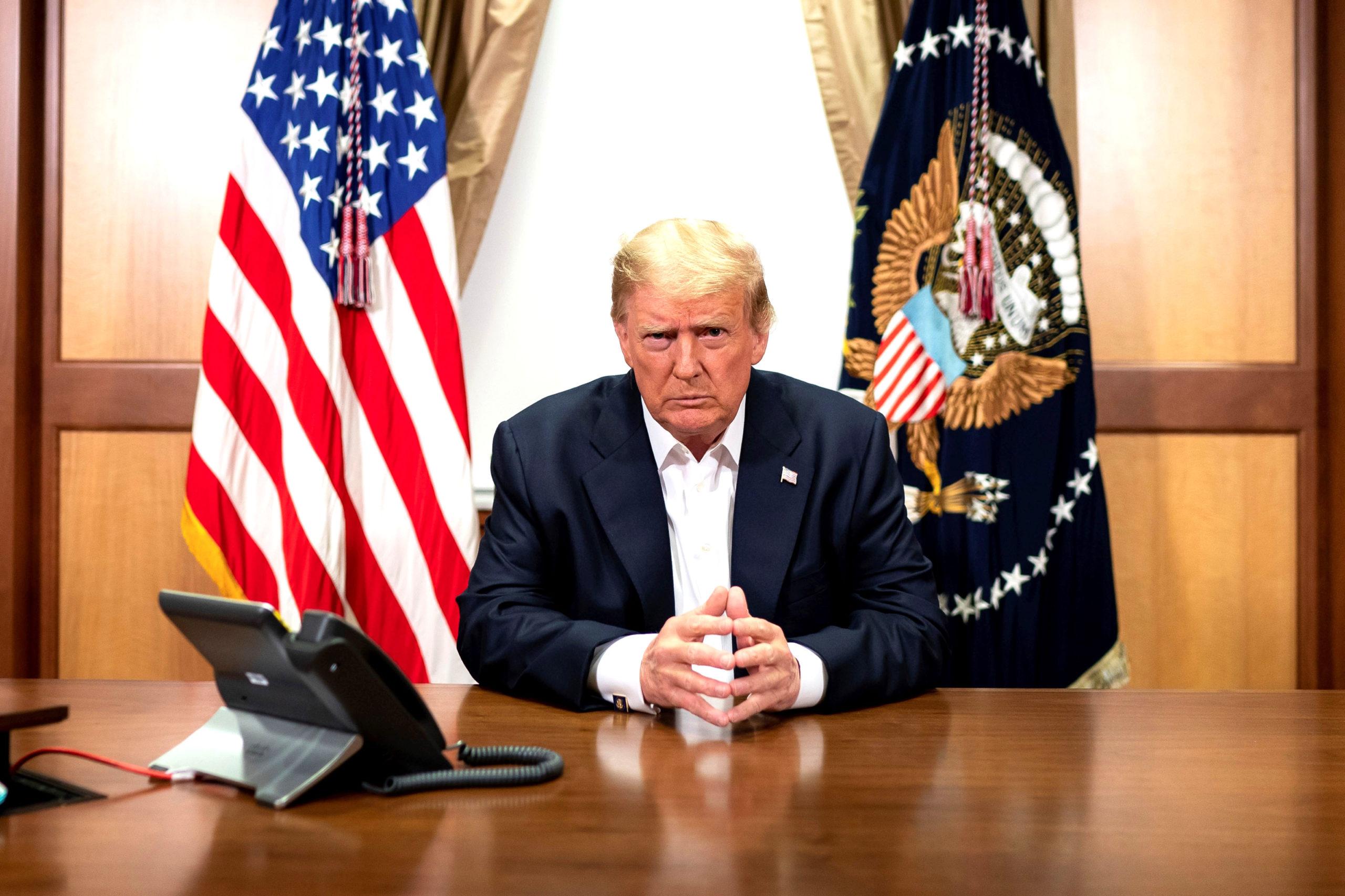 Tổng thống Trump tổ chức cuộc họp qua video với Phó Tổng thống Pence, Ngoại trưởng Pompeo và Chủ tịch Hội đồng Tham mưu trưởng Liên quân Miller ngày 4/10