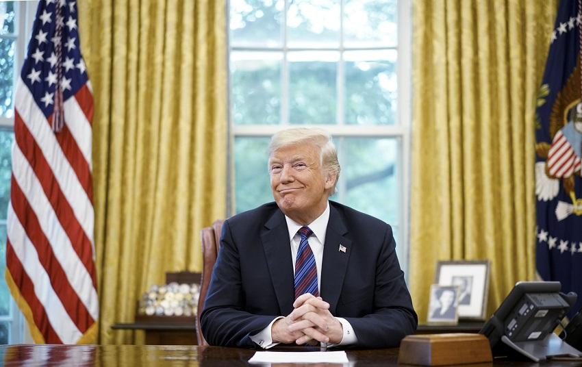 TT Trump đã có kháng thể chống Covid-19 và làm việc ngày đầu tiên tại phòng Bầu dục
