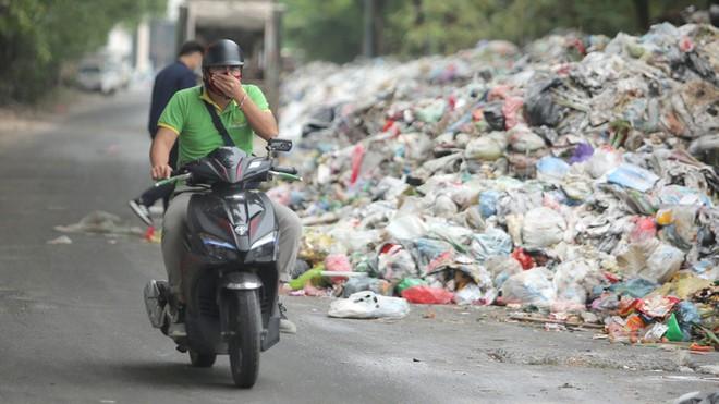 """Người dân Nam Sơn, Hồng Kỳ """"tạm tha"""" bãi rác Nam Sơn"""