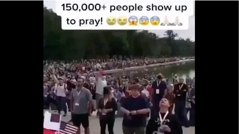 Video: 150.000 người tập trung trước Đài tưởng niệm Lincoln để cầu nguyện cho TT Trump (ảnh 1)