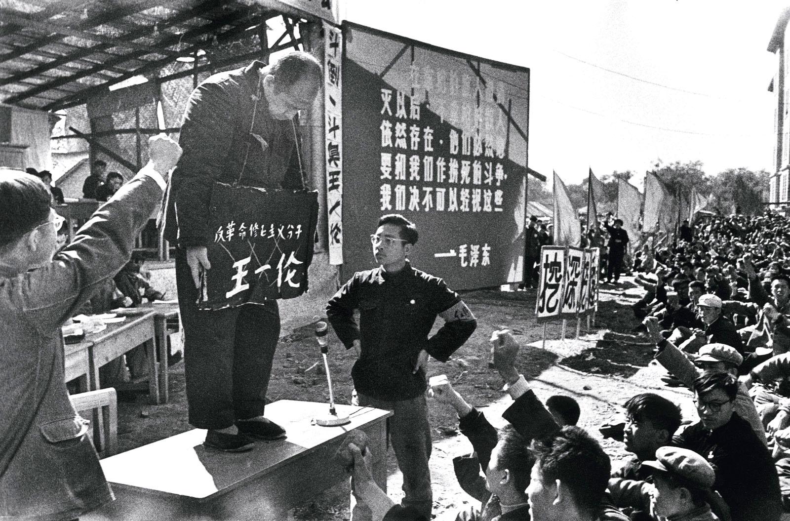 """""""Đấu tố"""" - một hình thức mà ĐCSTQ khiến người dân Trung Quốc bức hại lẫn nhau"""
