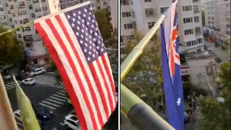 """Cụ ông TQ treo cờ Mỹ, Anh và hô to với công an: """"Dân chủ muôn năm, độc tài phải chết"""" (ảnh 1)"""