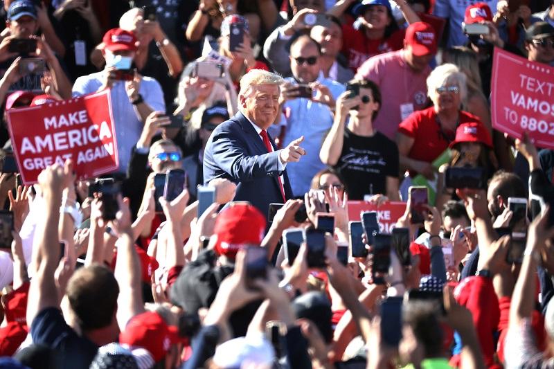 """Ngày 28/10, Tổng thống Trump đã có bài phát biểu về """"Làm cho nước Mỹ vĩ đại trở lại"""" tại Arizona"""