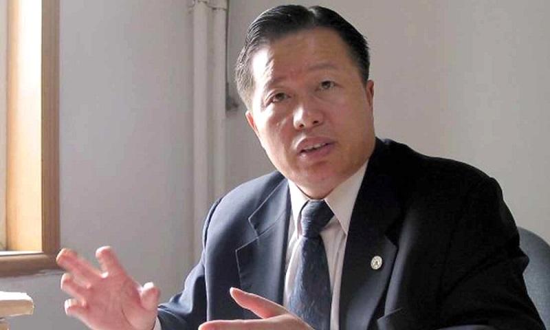 Luật sư Cao Trí Thịnh tại văn phòng của mình năm 2004