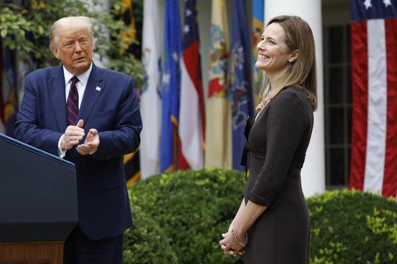 Tổng thống Donald Trump tuyên bố đề cử thẩm phán Amy Coney Barrett vào Tòa ánTối cao tại Vườn Hồng Nhà Trắng vào ngày 26/10/2020