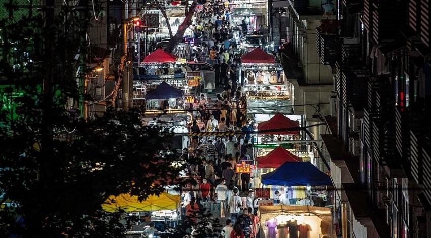 """Bắc Kinh cho phép bày hàng vỉa hè, nhưng nhấn mạnh không gọi đó là """"nền kinh tế vỉa hè"""""""