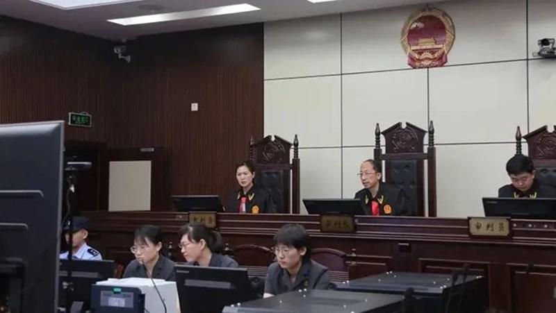 """Quan chức Trung Quốc tham ô để nuôi tình nhân: """"Ham muốn phụ nữ giống như một con quỷ"""" (ảnh 1)"""