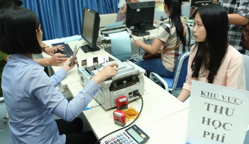 Dư luận phản ứng dữ dội, Bộ GD&ĐT tạm hoãn tăng học phí