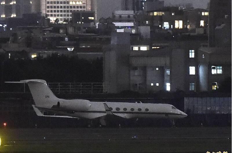 Chiếc chuyên cơ C-37A được cho là chở tướng tình báo Michael Studeman tới sân bay Tùng Sơn, Đài Bắc tối 22/11