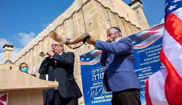 Người Israel đến mộ Thánh cầu nguyện cho Tổng thống Trump