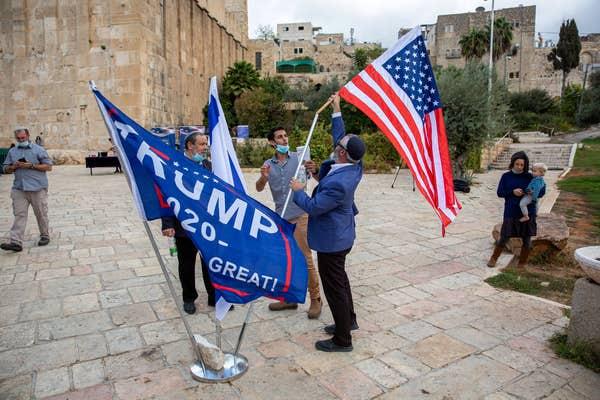 Tổng thống Trump 'gặp nguy'; người Israel đến mộ Thánh cầu nguyện.