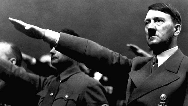 Hitler tin rằng nếu sở hữu và giải được mật mã của những thánh tích, thì sẽ có được sức mạnh to lớn và có thể kiểm soát số phận của thế giới