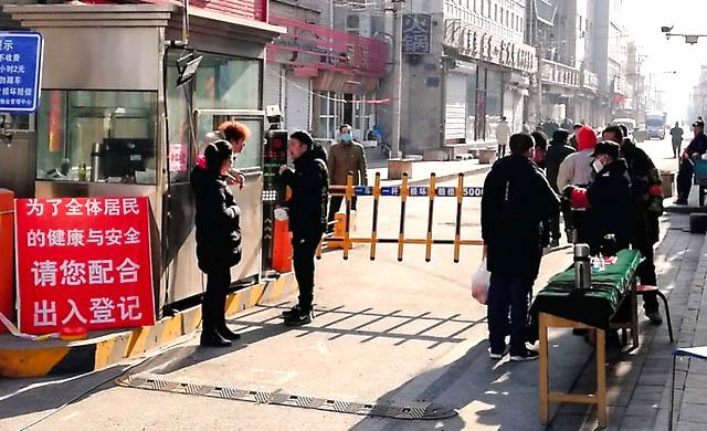 Thành phố Tiềm Giang ngay lập tức bị phong tỏa sau khi phát hiện một người đàn ông dương tính với Covid-19