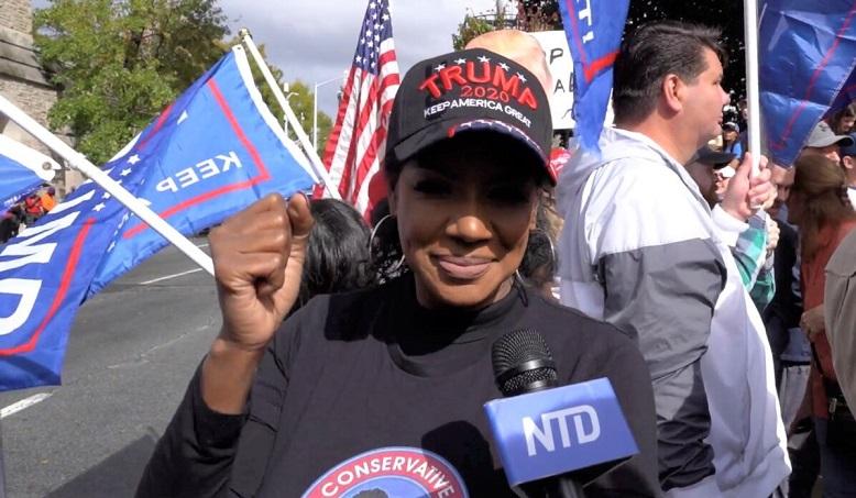 Một công dân tên là Mykel Barthelemy trả lời phỏng vấn của NTD khi tham gia biểu tình tại Georgia State Capitol ở thành phố Atlanta, bang Georgia vào ngày 7/11/2020