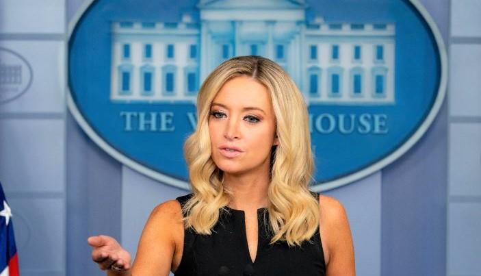 Thư ký Báo chí Nhà Trắng - Kayleigh McEnany nói chuyện với các phóng viên trong cuộc họp báo hàng ngày tại Nhà Trắng ở Washington, vào ngày 22/9/2020