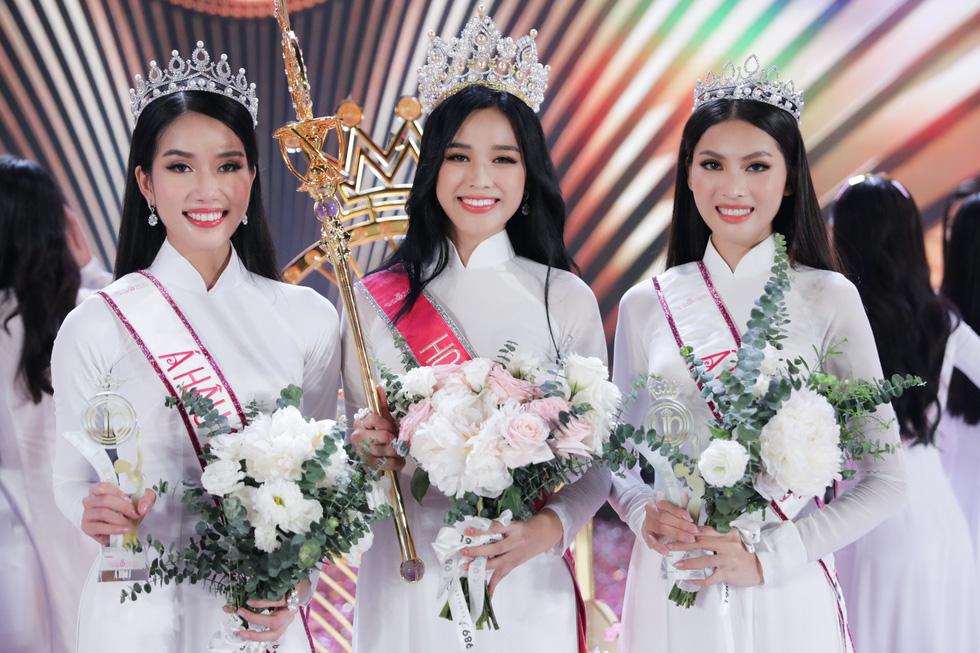 Câu hỏi thiếu nhân văn và cách trả lời nước đôi trong phần thi ứng xử Hoa hậu Việt Nam 2020